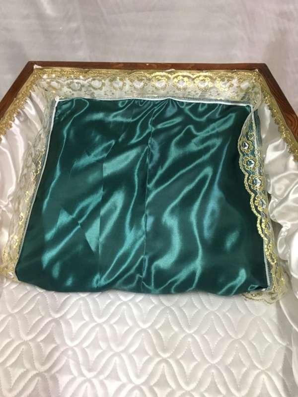 Подушка в гроб мусульманская, шёлк с золотым кружевом