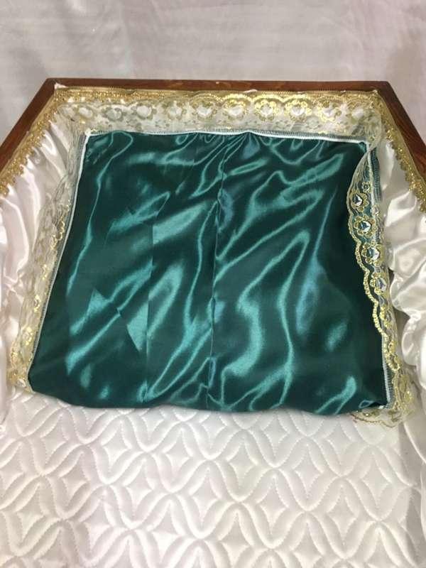 Подушка в гроб мусульманская, атлас с золотым кружевом